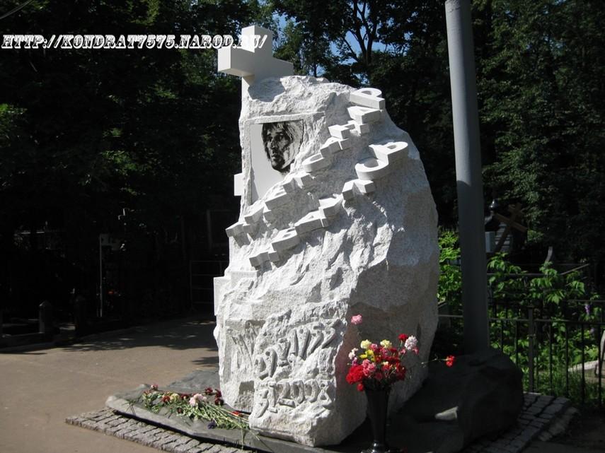 могила Александра Абдулова на Ваганьковском кладбище в Москве  (фото Дмитрия Кондратьева)