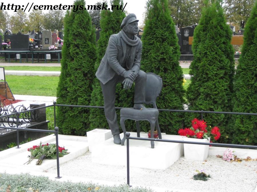 могила Арчила Гомиашвили на Троекуровском кладбище в Москве (фото Дмитрия Кондратьева)