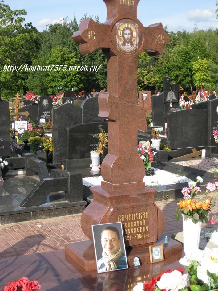 могила Геннадия Бачинского на Троекуровском кладбище в Москве ( фото Дмитрия Кондратьева)