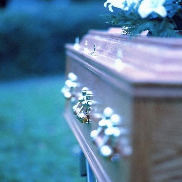 куда обратиться, если человек умер