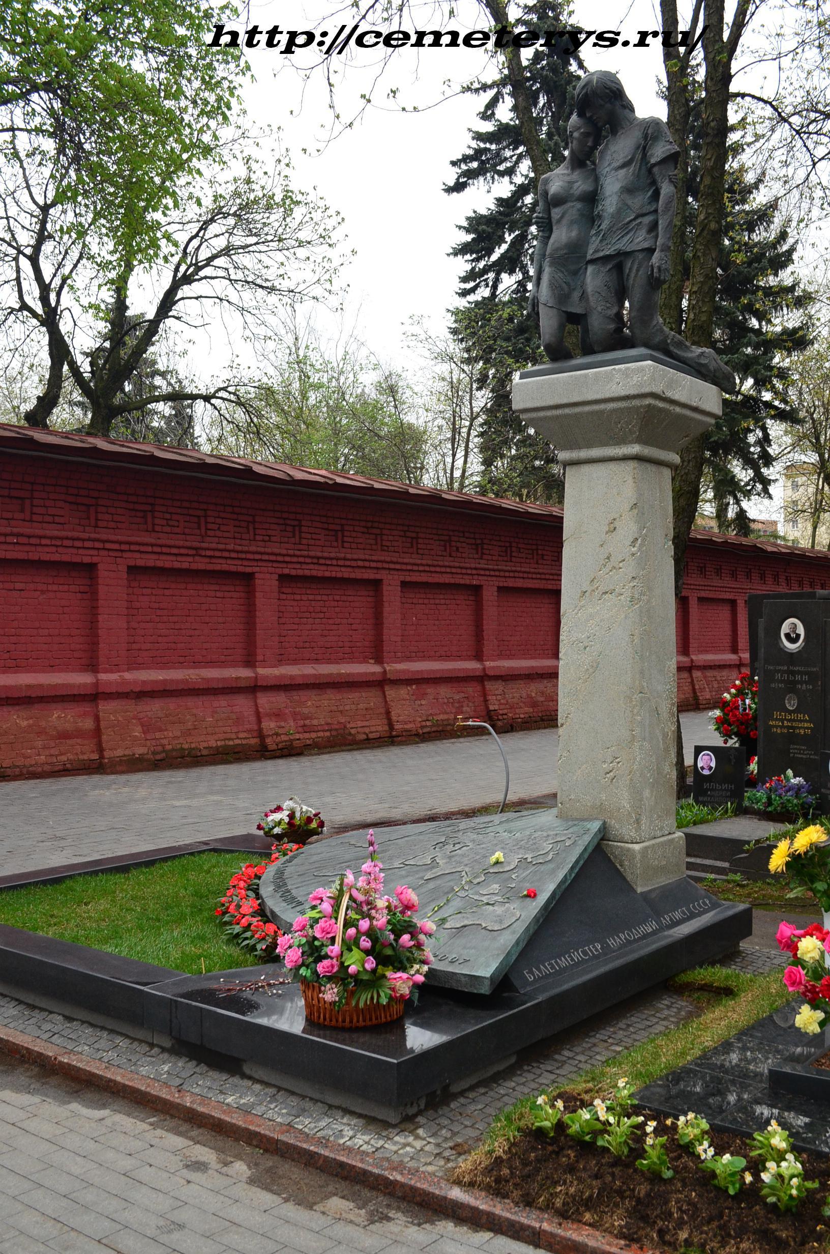 могила Игоря Моисеева на Новодевичем кладбище в Москве ( фото Дмитрия Кондратьева)