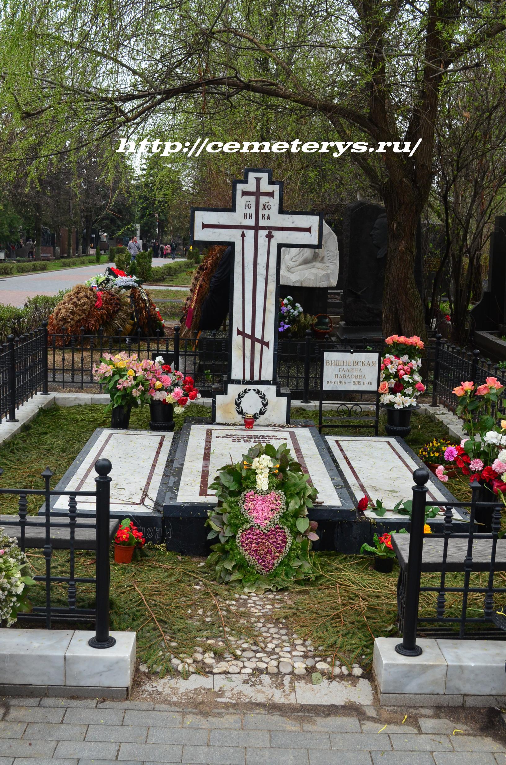 могила Галины Вишневской на Новодевичем кладбище в Москве ( фото Дмитрия Кондратьева)