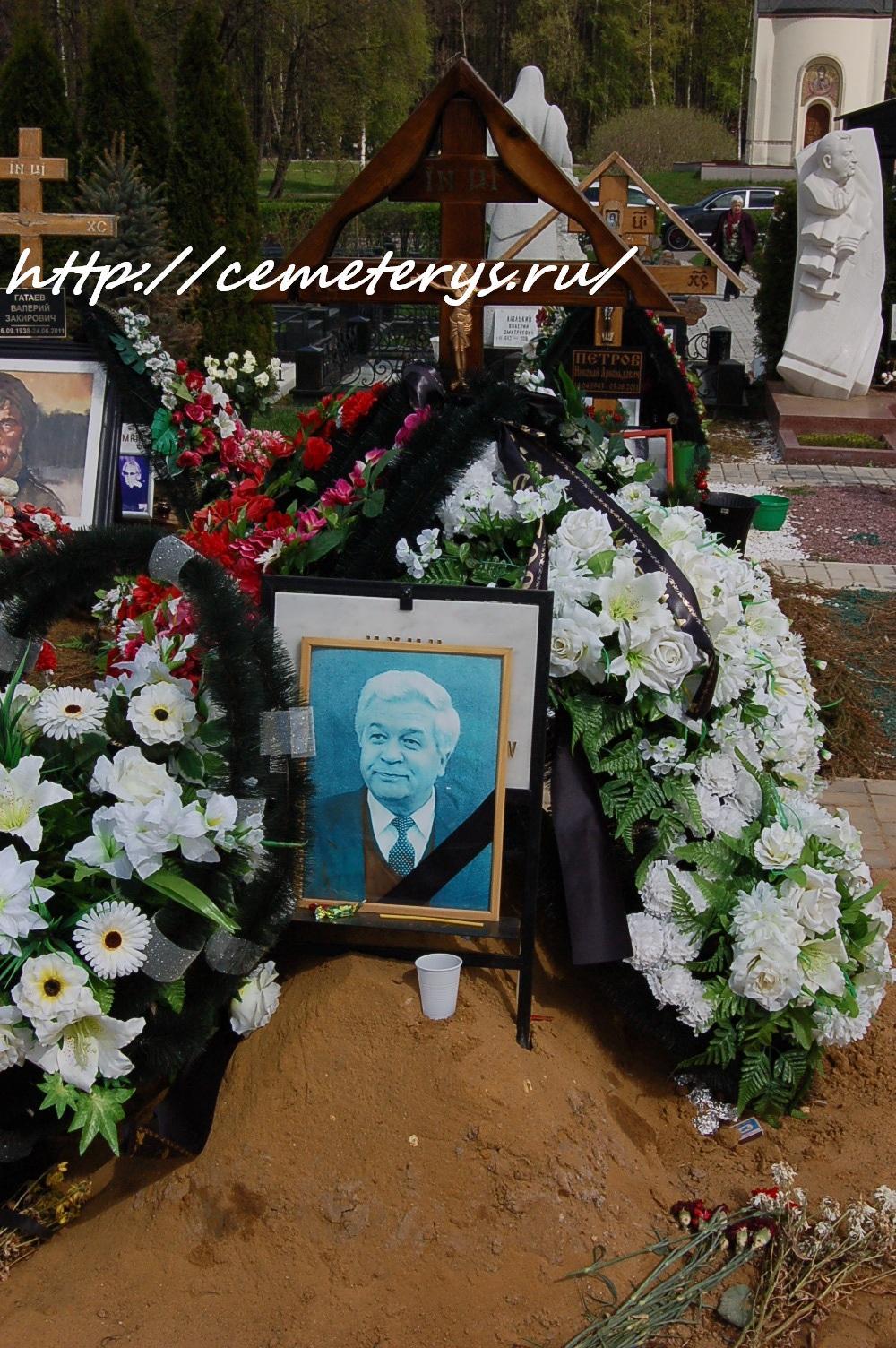 могила Владимира Ухина на Троекуровском кладбище в Москве (вид могилы до установки памятника)( фото Дмитрия Кондратьева)