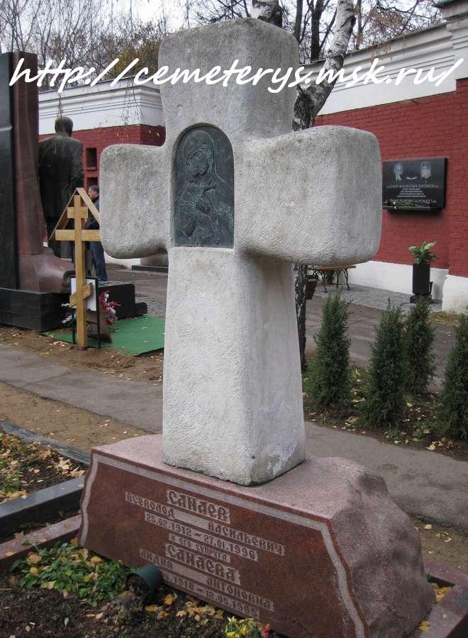 фото могилы Всеволода Санаева на Новодевичем кладбище в Москве (фото Дмитрия Кондратьева)