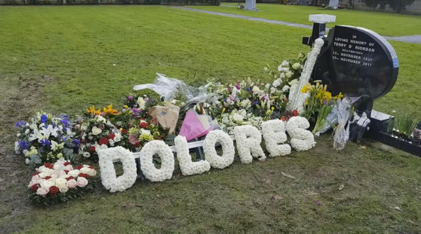 могила Долорес О'Риордан