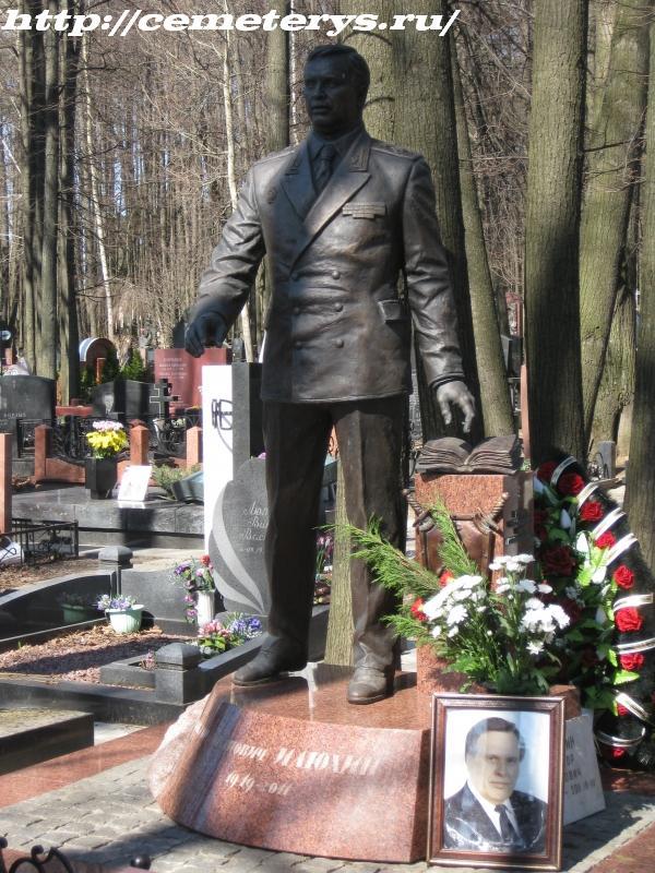 могила Виктора Илюхина на Троекуровском кладбище в Москве ( фото Дмитрия Кондратьева)