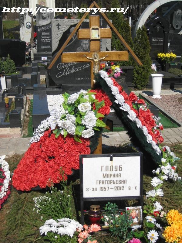 могила Марины Голуб на Троекуровском кладбище в Москве (вид могилы до установки памятника)( фото Дмитрия Кондратьева)